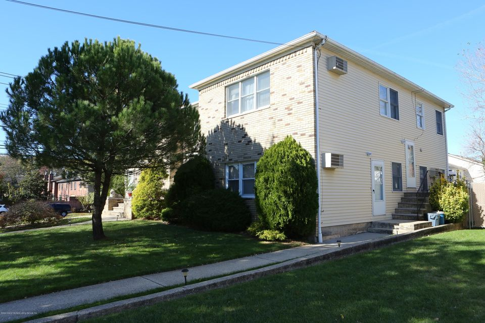 Additional photo for property listing at 77 Selkirk Street  Staten Island, New York 10309 United States