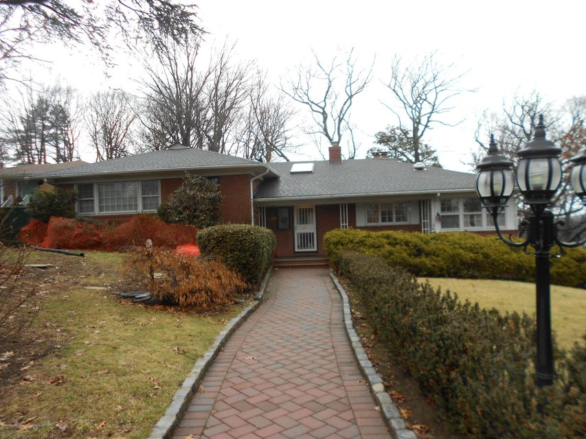 Single Family - Detached in Todt Hill - 417 Ocean Terrace   Staten Island, NY 10301