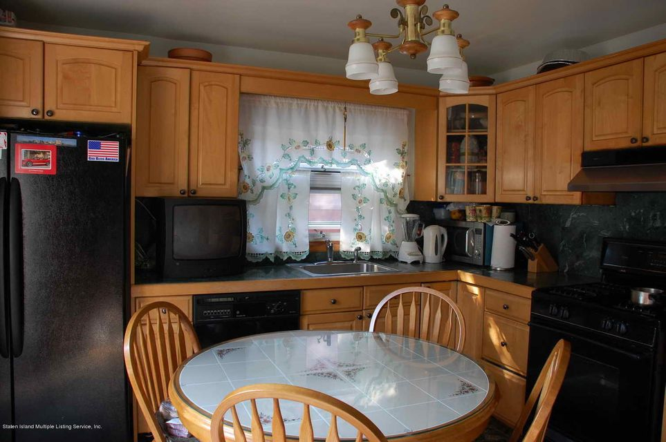 Additional photo for property listing at 418 Delaware Avenue  Staten Island, New York 10305 United States