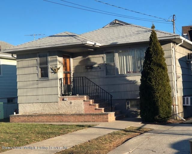 Single Family - Detached in New Dorp - 36 Arc Place  Staten Island, NY 10306