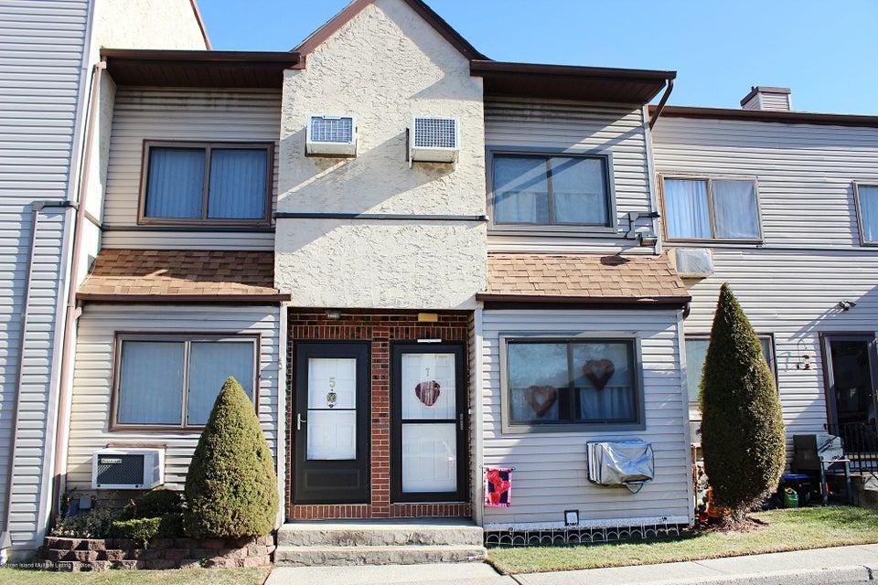 Condo in Great Kills - 360 Barlow Avenue 7a  Staten Island, NY 10308
