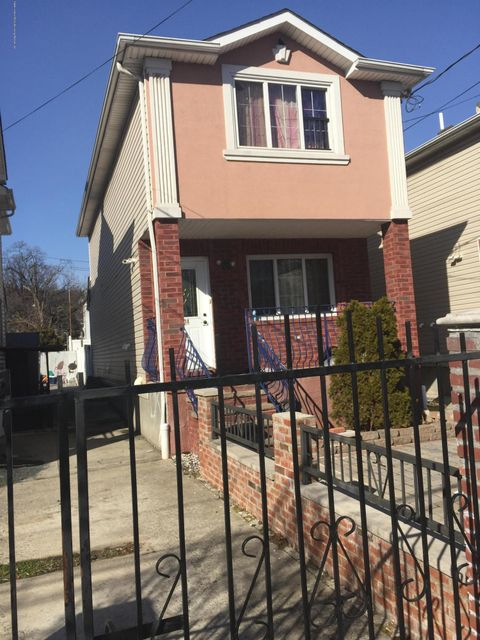 Single Family Home for Sale at 224 Oder Avenue Staten Island, New York 10304 United States