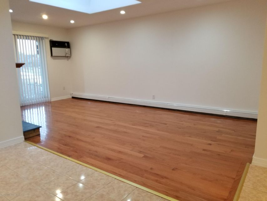 Additional photo for property listing at 51 Lamped Loop  Staten Island, New York 10314 United States
