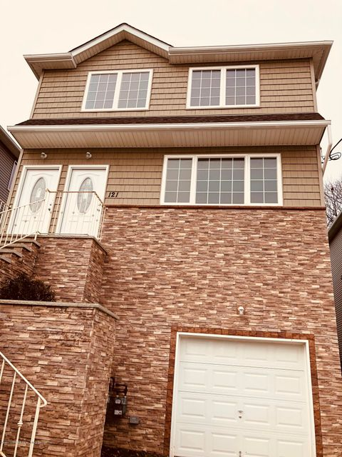 Additional photo for property listing at 121 Greenfield Avenue  Staten Island, New York 10304 United States