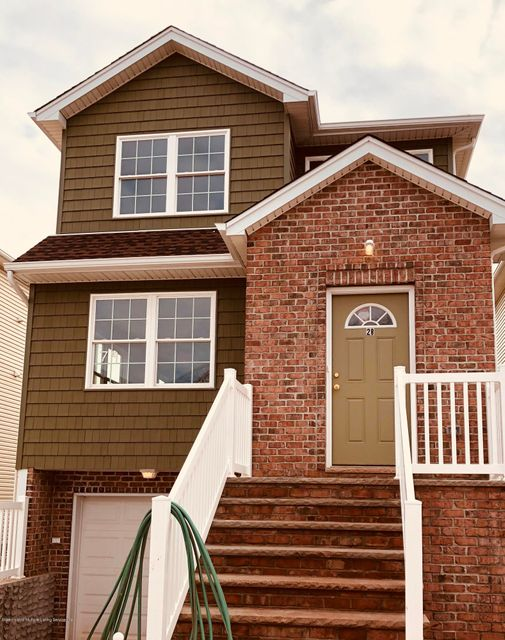 Single Family Home for Rent at 28 Edgeview Lane Staten Island, New York 10302 United States