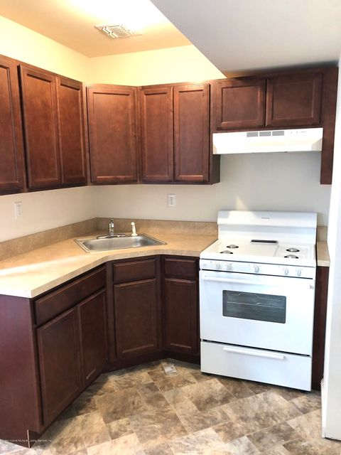 Additional photo for property listing at 28 Edgeview Lane  Staten Island, New York 10302 United States