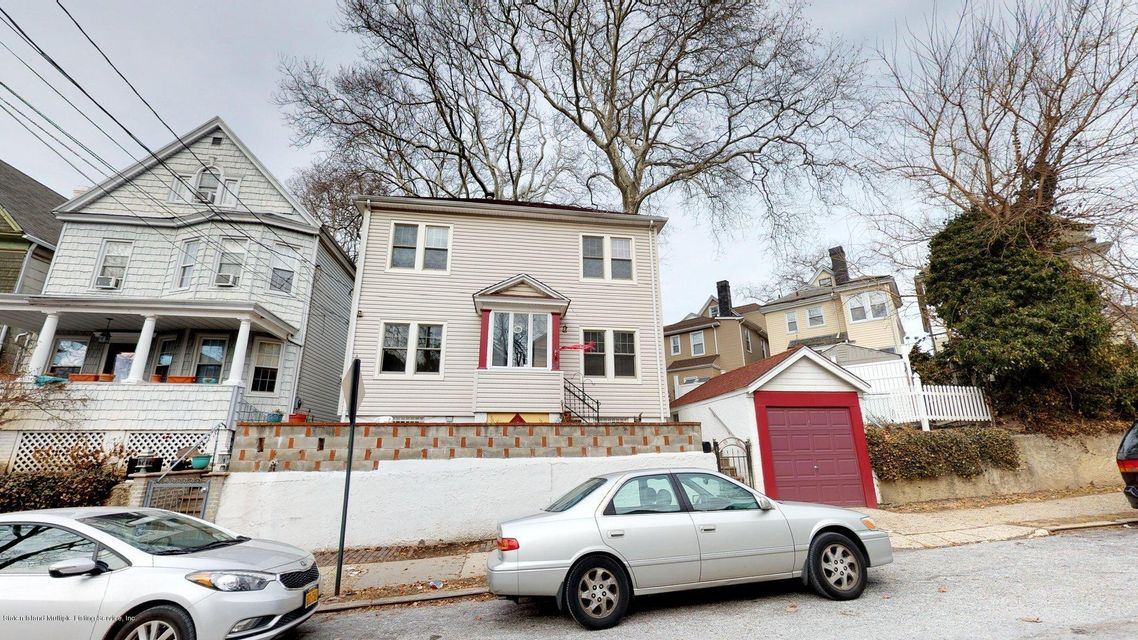 Single Family - Detached in St. George - 25 Curtis Place  Staten Island, NY 10301