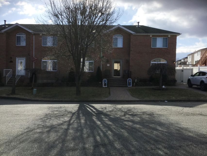 Single Family - Semi-Attached in Woodrow - 104 Anthony Street  Staten Island, NY 10309