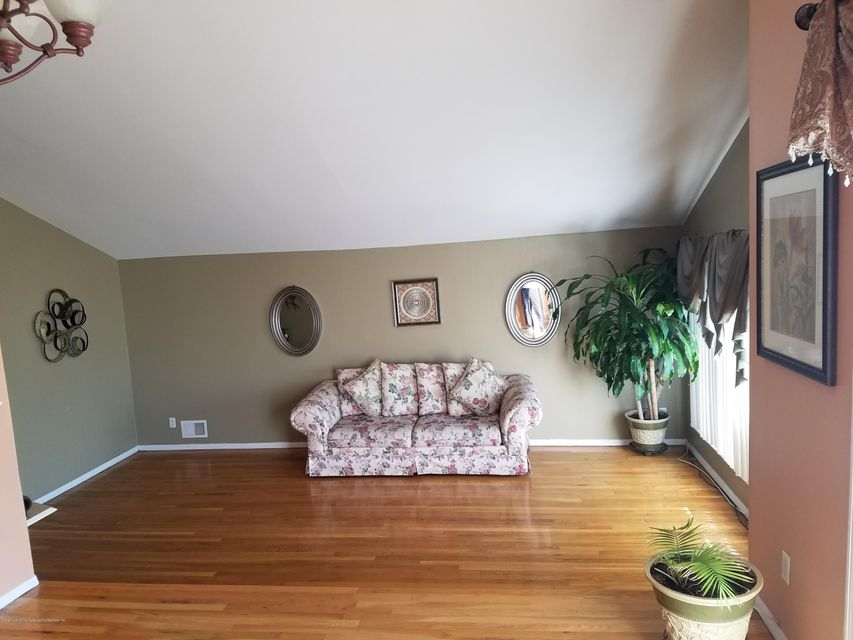 Additional photo for property listing at 399 Adams Avenue  Staten Island, New York 10306 United States