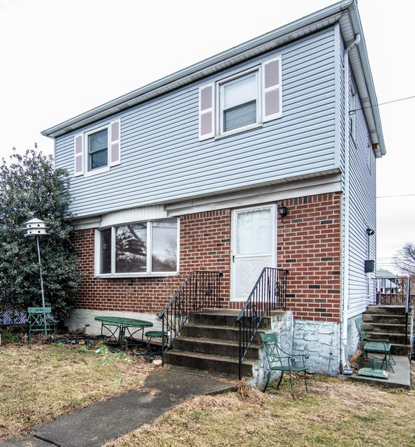 Single Family Home for Sale at 147 Locust Avenue Staten Island, New York 10306 United States