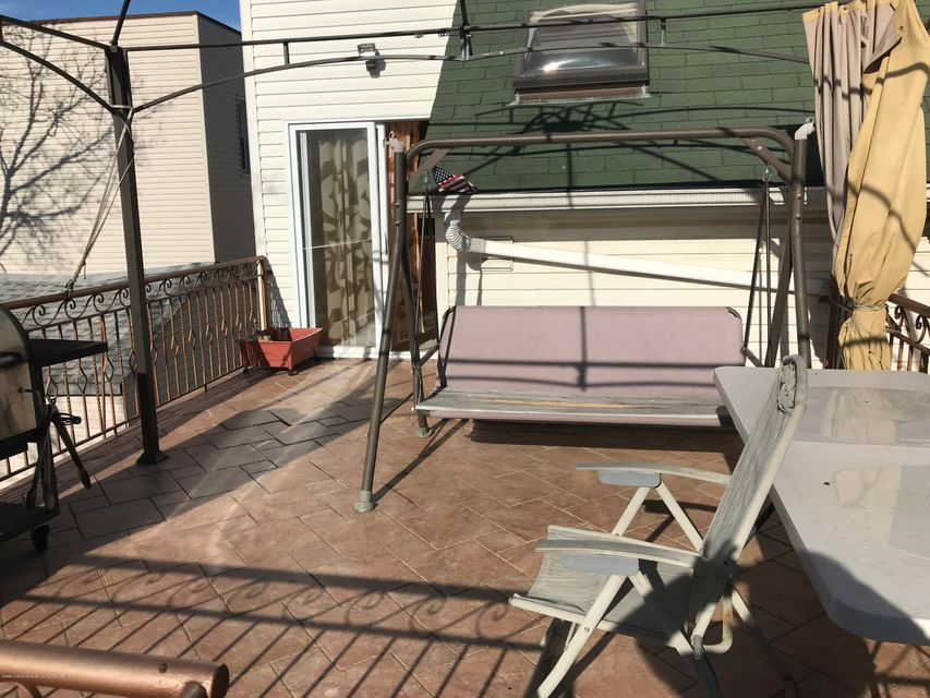Additional photo for property listing at 96 Robin Road  Staten Island, New York 10305 United States