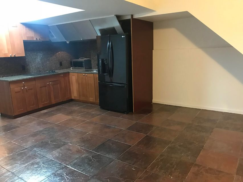 Additional photo for property listing at 457 Bedford Avenue  Staten Island, New York 10306 United States