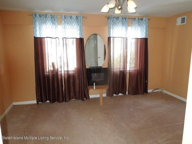 Additional photo for property listing at 18 Seagate Court  Staten Island, New York 10305 United States