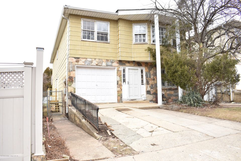 Two Family - Detached in Willowbrook - 27 Vermont Court  Staten Island, NY 10314