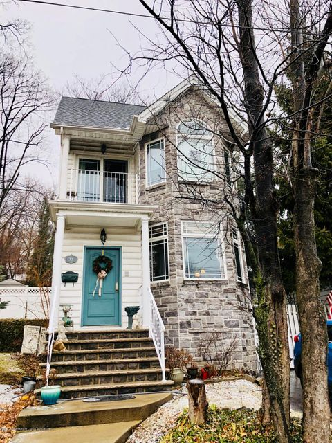 Single Family Home for Sale at 32 Starbuck Street Staten Island, New York 10304 United States