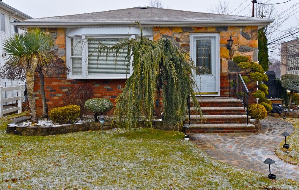 Single Family - Detached in Eltingville - 337 Wainwright Avenue  Staten Island, NY 10312