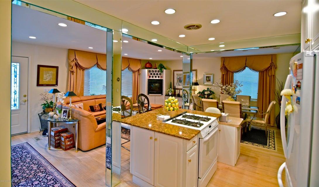Single Family - Detached 337 Wainwright Avenue  Staten Island, NY 10312, MLS-1116701-2