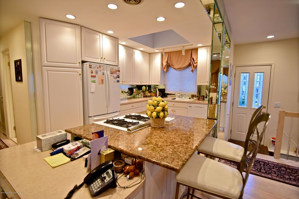 Single Family - Detached 337 Wainwright Avenue  Staten Island, NY 10312, MLS-1116701-4