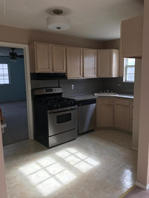 Additional photo for property listing at 98 Cortelyou Avenue  Staten Island, New York 10312 United States