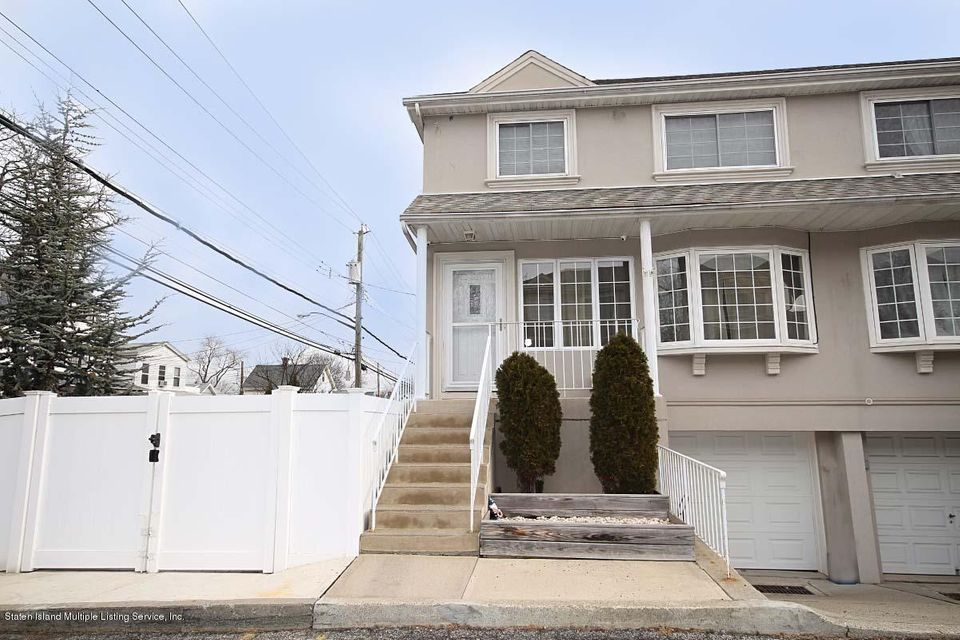 Single Family - Semi-Attached in Fort Wadsworth - 5 Judith Court  Staten Island, NY 10305