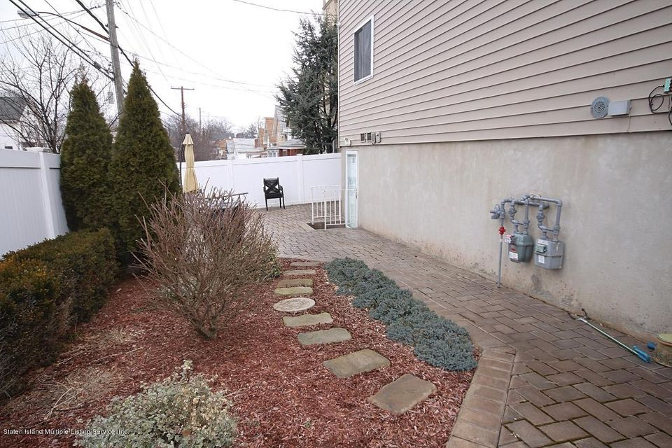 Single Family - Semi-Attached 5 Judith Court  Staten Island, NY 10305, MLS-1116774-22