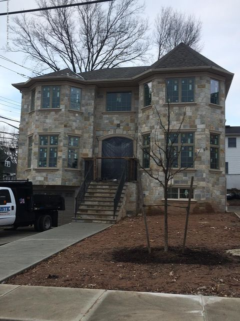Additional photo for property listing at 903 Sinclair Avenue  Staten Island, New York 10309 United States