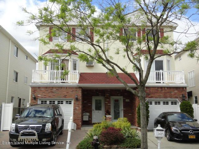 Single Family - Semi-Attached in Richmond Town - 26 Dina Court  Staten Island, NY 10306