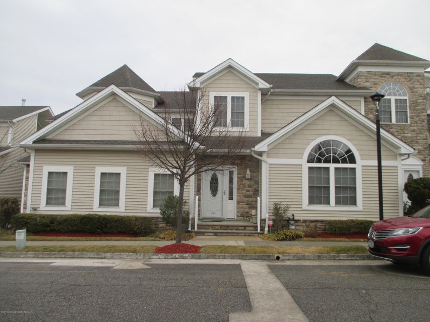Single Family - Attached 68 Tiller Court  Staten Island, NY 10309, MLS-1116646-2