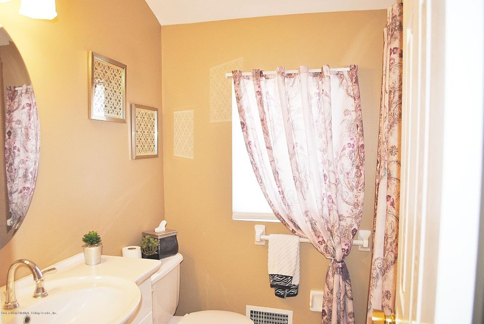 Single Family - Semi-Attached 15 Schindler Court  Staten Island, NY 10309, MLS-1116928-23