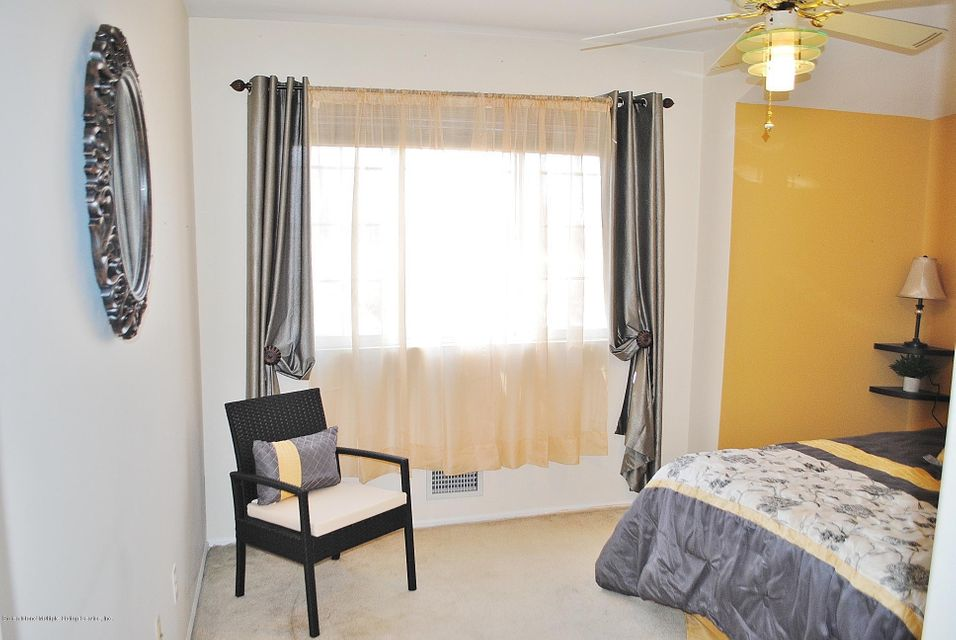 Single Family - Semi-Attached 15 Schindler Court  Staten Island, NY 10309, MLS-1116928-24
