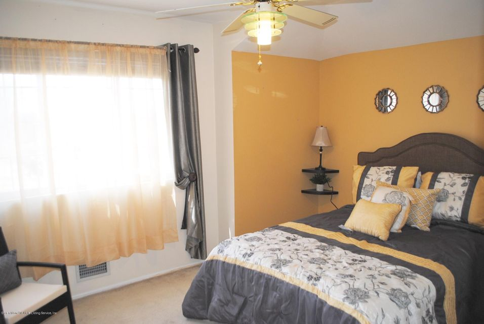 Single Family - Semi-Attached 15 Schindler Court  Staten Island, NY 10309, MLS-1116928-25