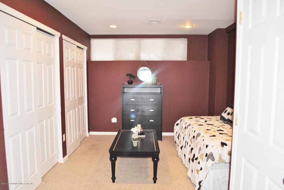 Single Family - Semi-Attached 15 Schindler Court  Staten Island, NY 10309, MLS-1116928-34