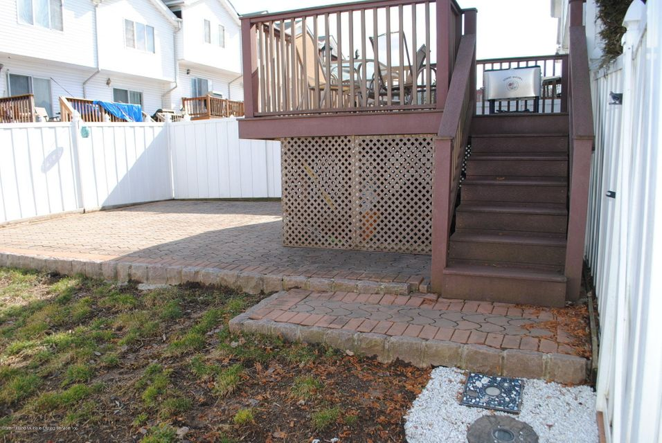Single Family - Semi-Attached 15 Schindler Court  Staten Island, NY 10309, MLS-1116928-38
