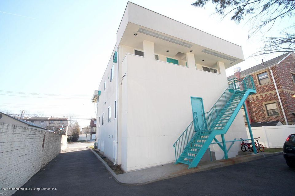 Additional photo for property listing at 2971 Hylan Boulevard  Staten Island, New York 10306 United States