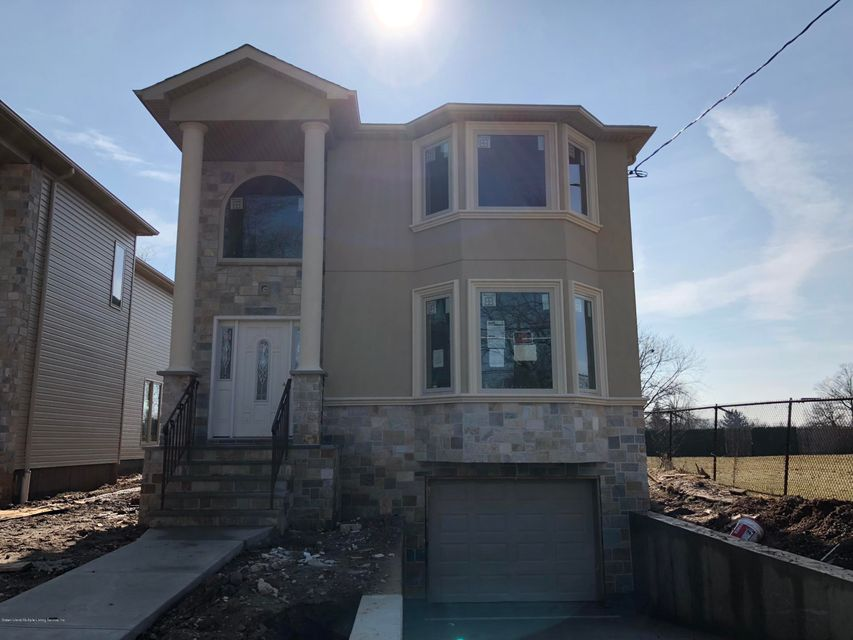 Single Family Home for Sale at 400 Clarke Avenue Staten Island, New York 10306 United States