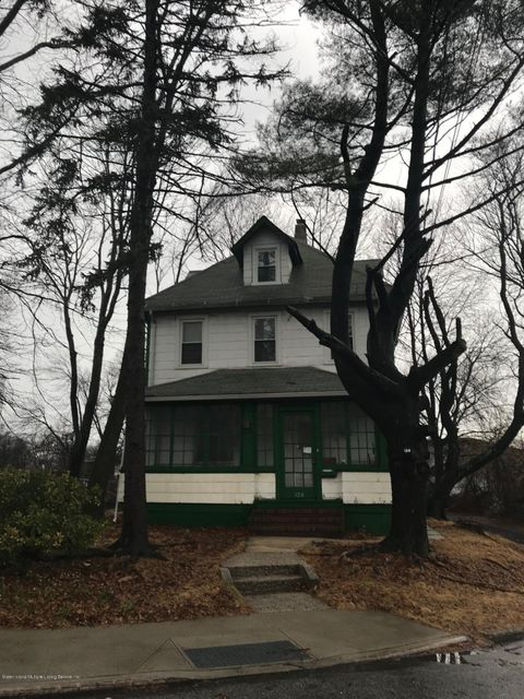 Single Family - Detached in Lower Todt Hill - 128 Todt Hill Road  Staten Island, NY 10314