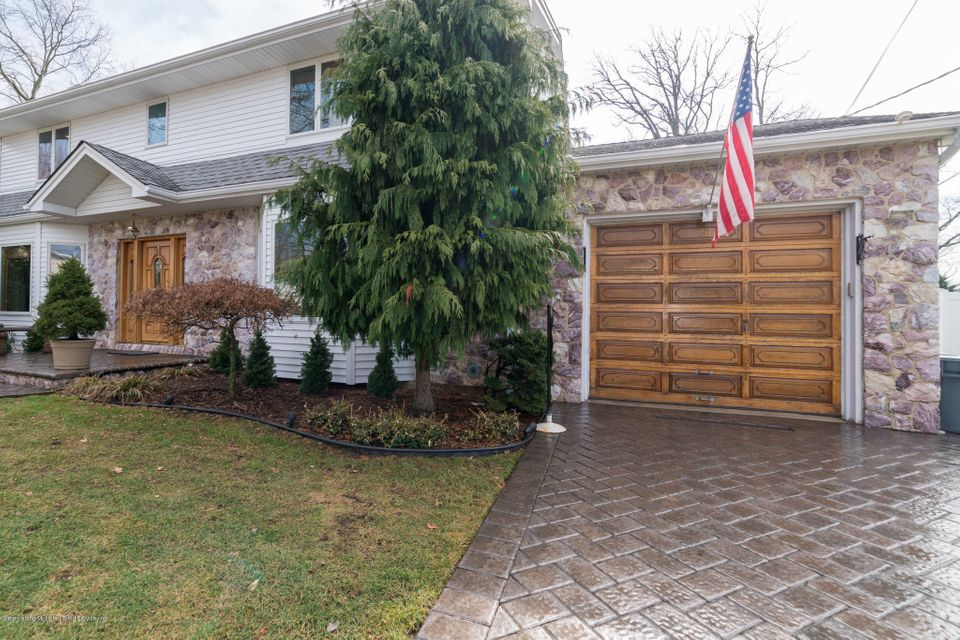Single Family - Detached in Pleasant Plains - 38 Stevenson Place  Staten Island, NY 10309