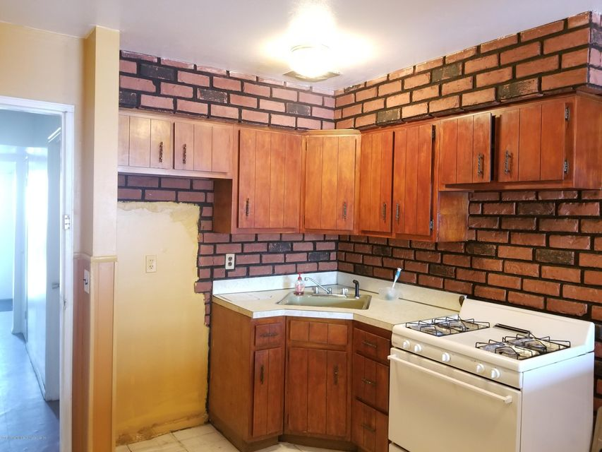 Additional photo for property listing at 310 Lake Avenue  Staten Island, New York 10301 United States