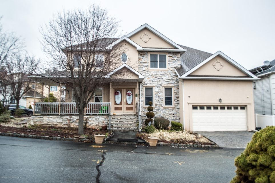 Single Family - Detached in Silver Lake - 59 Fairway Lane  Staten Island, NY 10301