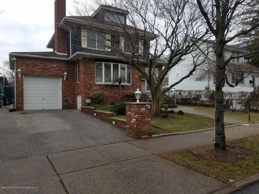Single Family - Detached in Dongan Hills-Above Hylan - 140 Cromwell Avenue  Staten Island, NY 10304