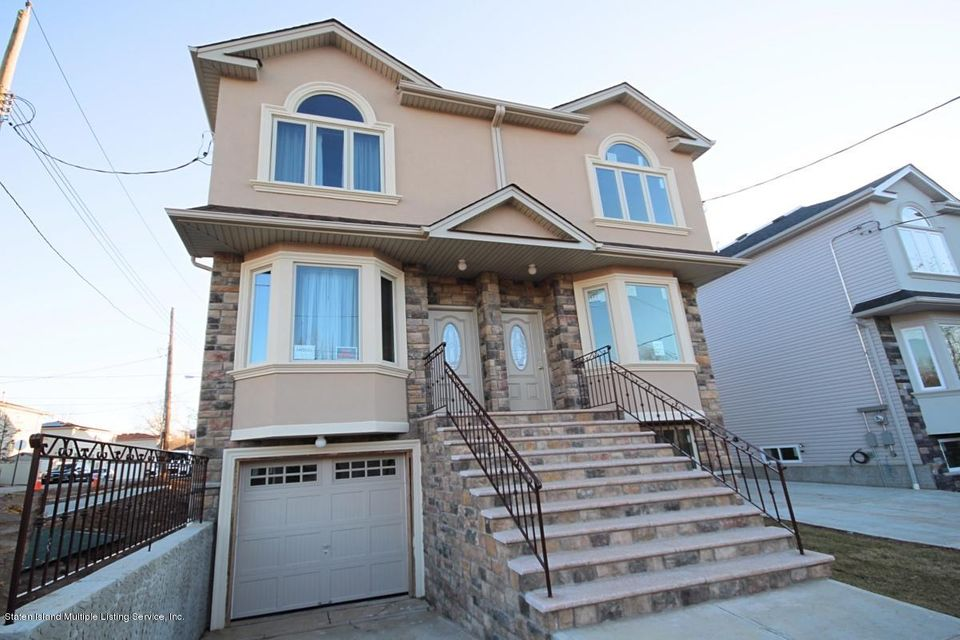 Single Family - Semi-Attached in Woodrow - 8 Lemon Drop Court  Staten Island, NY 10309