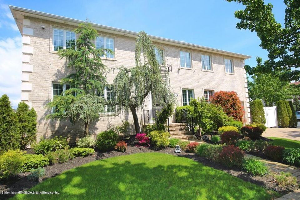 Two Family - Detached in Tottenville - 617 Clermont Avenue  Staten Island, NY 10307