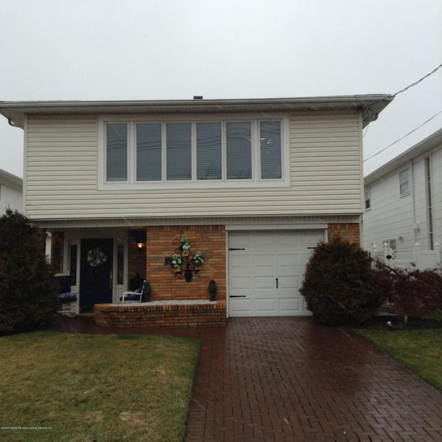Single Family - Detached in Richmond Town - 207 Park Street  Staten Island, NY 10306