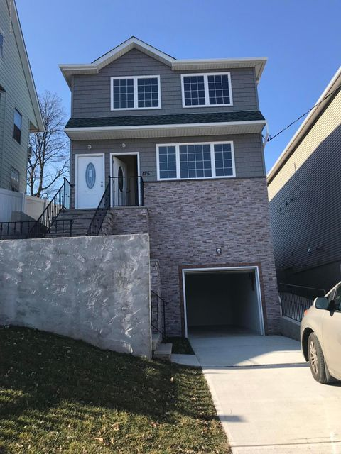 Single Family Home for Rent at 125 Greenfield Avenue Staten Island, New York 10304 United States