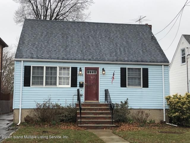 Single Family - Detached in Westerleigh - 366 Willowbrook Road  Staten Island, NY 10314
