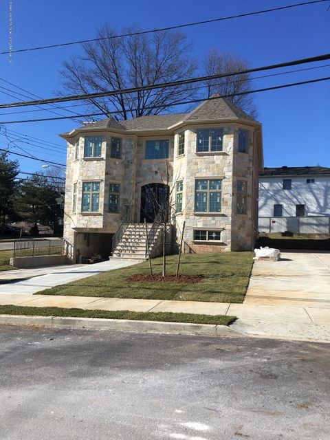 Single Family Home for Sale at 903 Sinclair Avenue Staten Island, New York 10309 United States