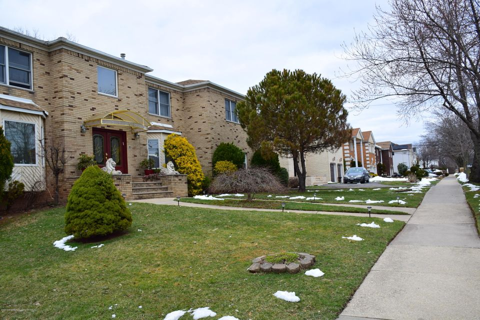 Two Family - Detached 77 Selkirk Street  Staten Island, NY 10309, MLS-1115151-4
