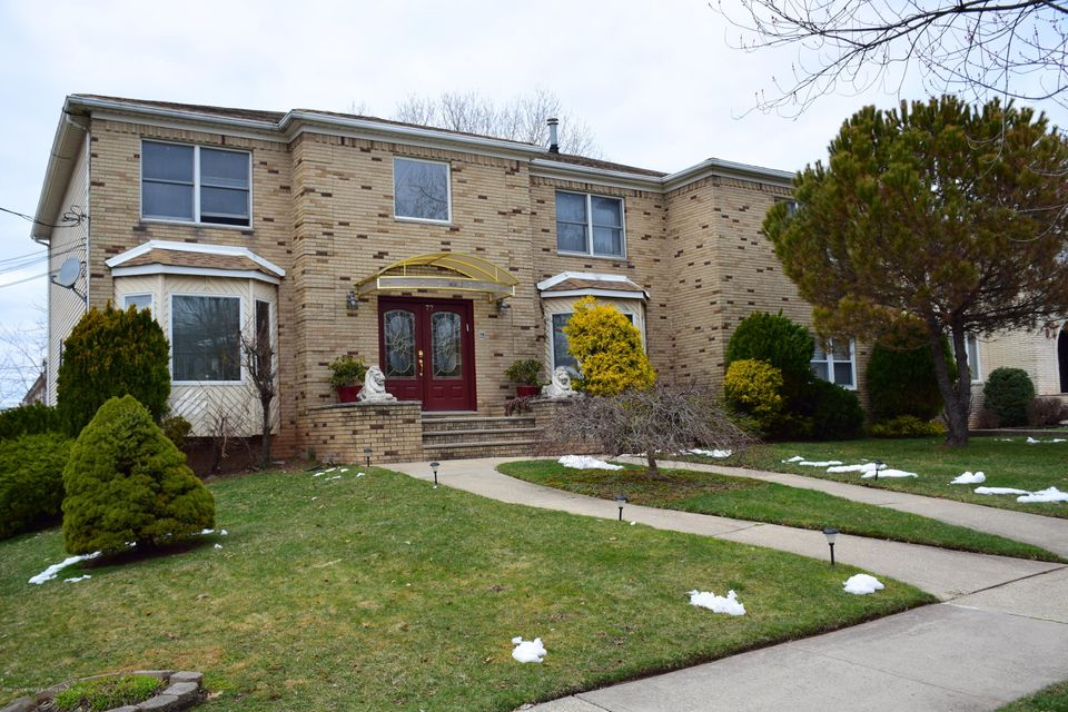 Two Family - Detached in Rossville - 77 Selkirk Street  Staten Island, NY 10309