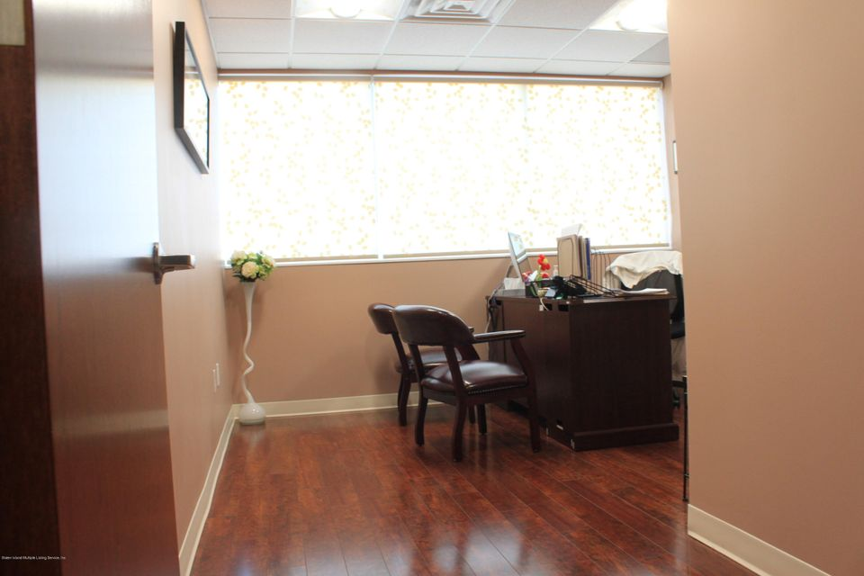 Additional photo for property listing at 2076 Hylan Boulevard  Staten Island, New York 10305 United States