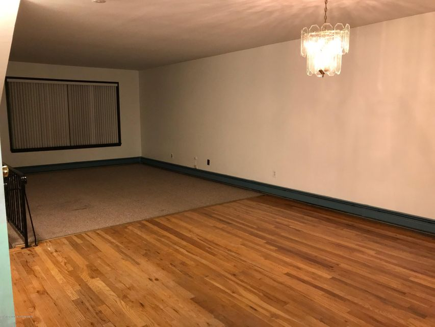Additional photo for property listing at 94 Sandalwood Drive  Staten Island, New York 10308 United States